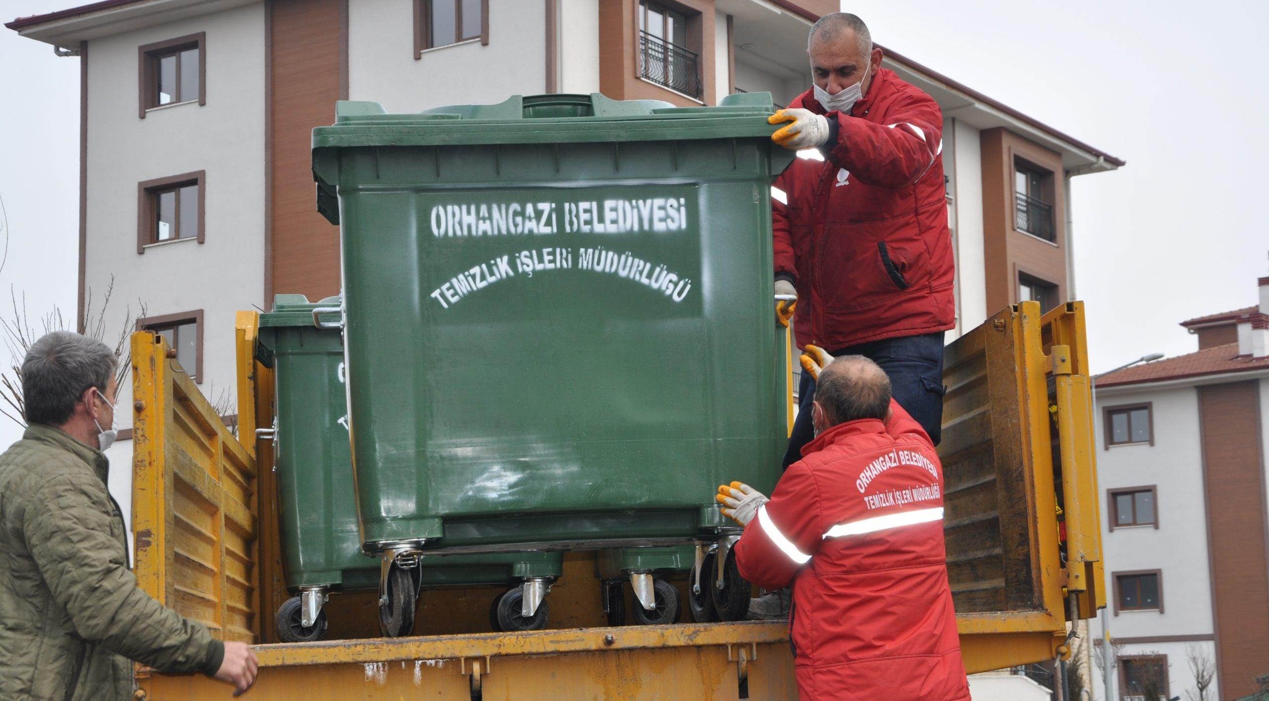 Yeni TOKİ bölgesine çöp konteynerleri konuldu