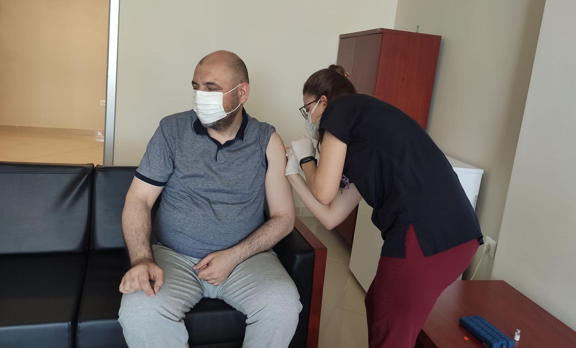 Başkan Aydın, Koronavirüs aşısının ilk dozunu yaptırdı